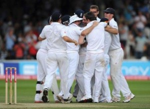 England wins 1st test against India by 196 runs